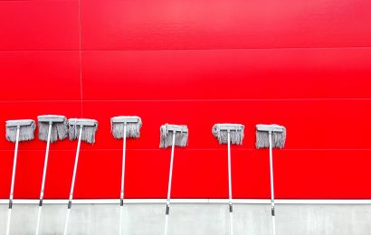 Limpieza, tratamiento y mantenimiento de suelos, paredes y techos en edificios y locales