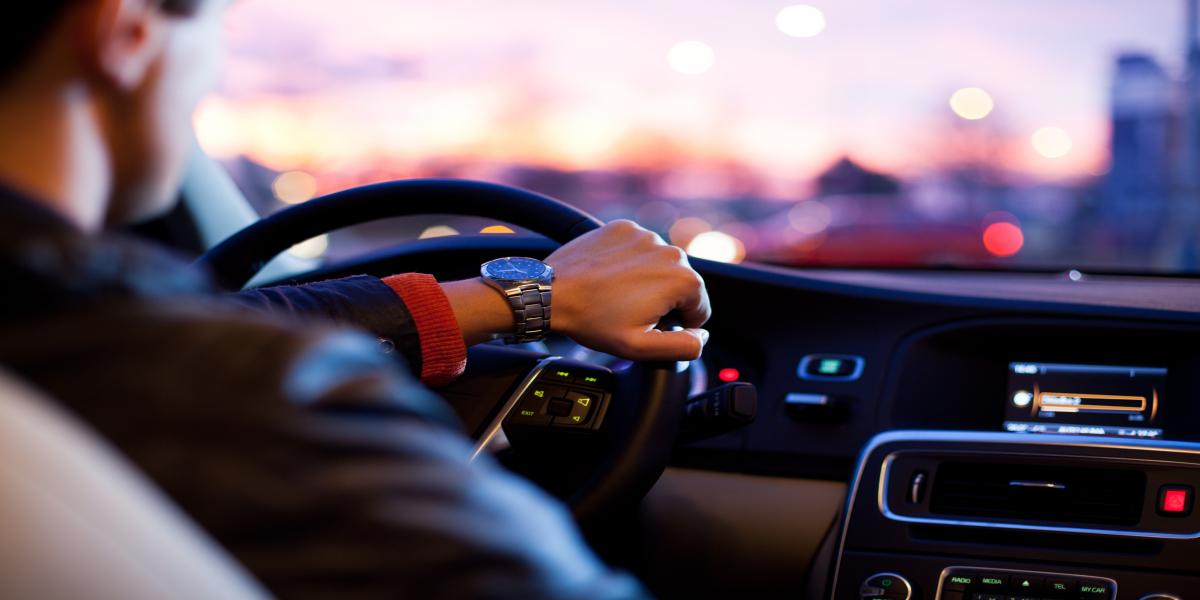 Conducción de taxis, turismos y furgonetas, y prestación del servicio
